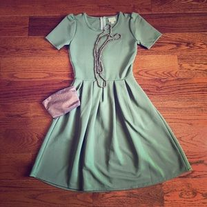 😍NWT Lularoe Sage Green Amelia😍